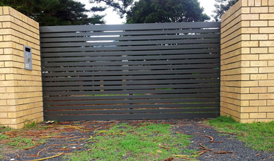 Sliding Gate Woodland Grey Outside