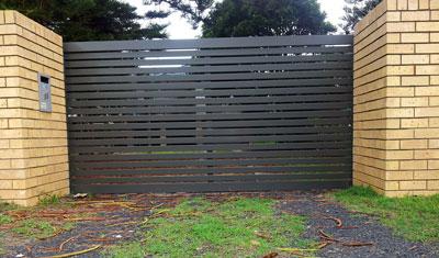 Sliding Gate Woodland Grey Outside